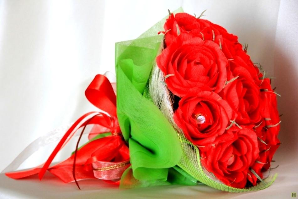 a11bb4de046a5221d41d3457f71ce920 Как сделать розу из бумаги своими руками
