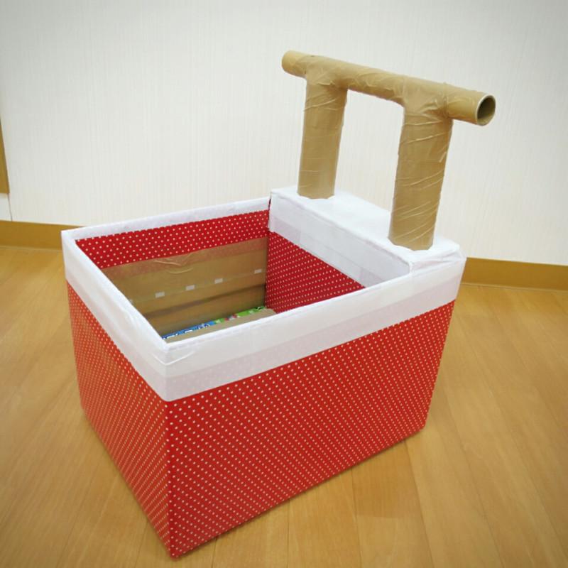 kolyaska-iz-kartona-dlya-kukol Домик и мебель для кукол своими руками из картона: схема, выкройка, фото. Как сделать кровать, диван, шкаф, стол, стулья, кресло, кухню, холодильник, плиту, коляску для кукол из картона своими руками