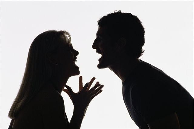 Во сне во время ссоры вы довели вашего умершего родственника до слез? будьте бдительны, перестрахуйтесь, возможно, с вами в ближайшем будущем случится беда.