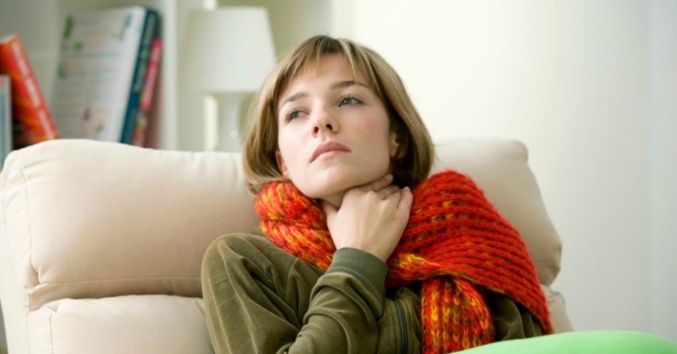 Бледный и сухой язык говорит о заболевании горла