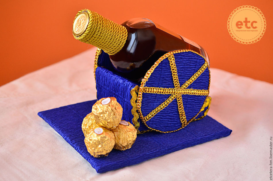 a2b5fad1c0f3848befd3775ee33ee5f5 Декупаж бутылок своими руками: свадебных, на день Рождения, Новый год. Как сделать декупаж свадебных бутылок шампанского и бокалов?