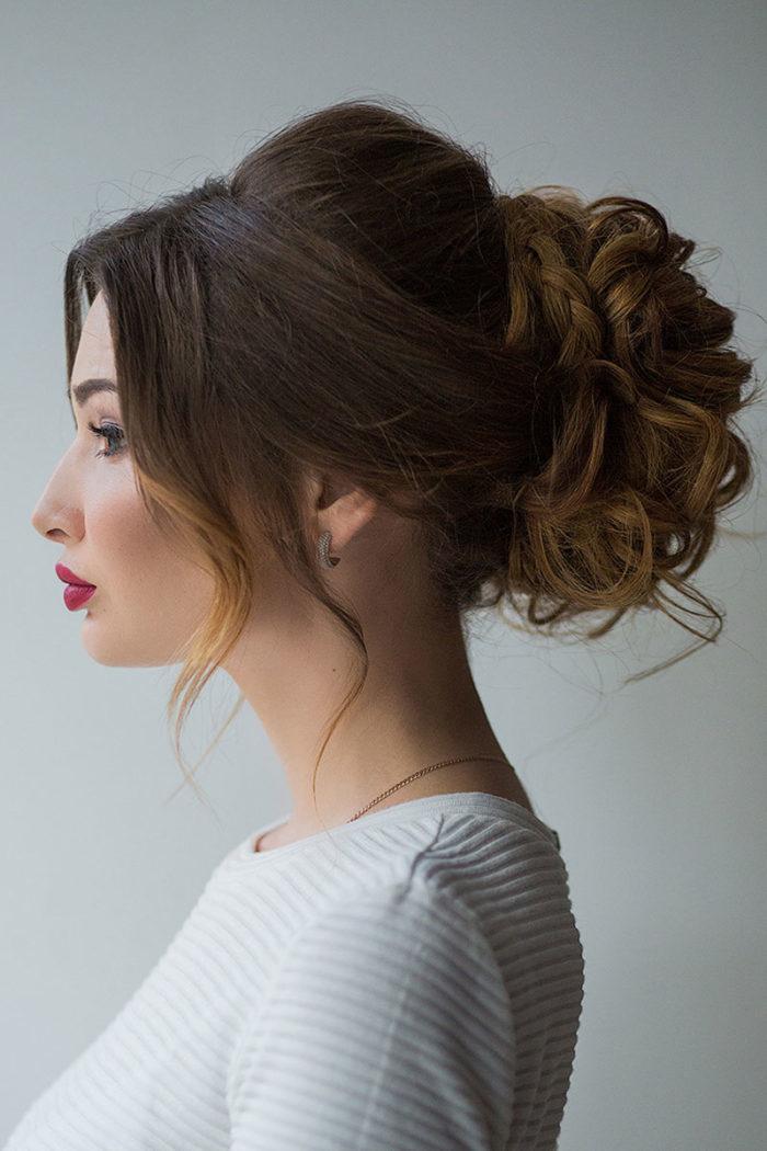 Может получиться такой изысканный пучок из искусственных волос