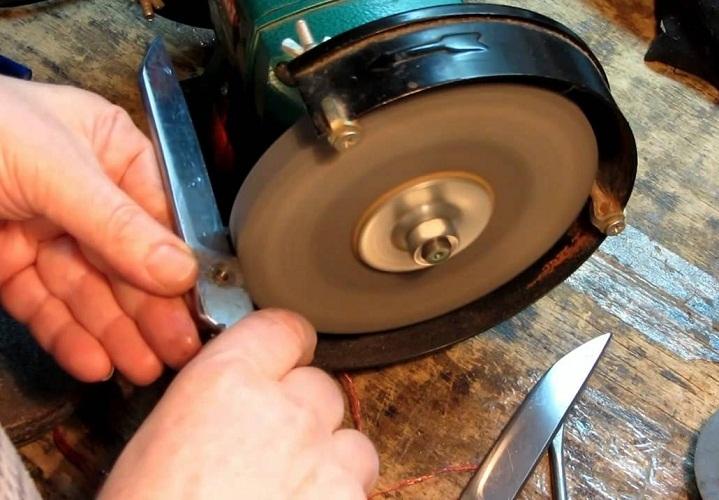 Точильным камнем хорошо затачивать больше, например, садовые ножницы