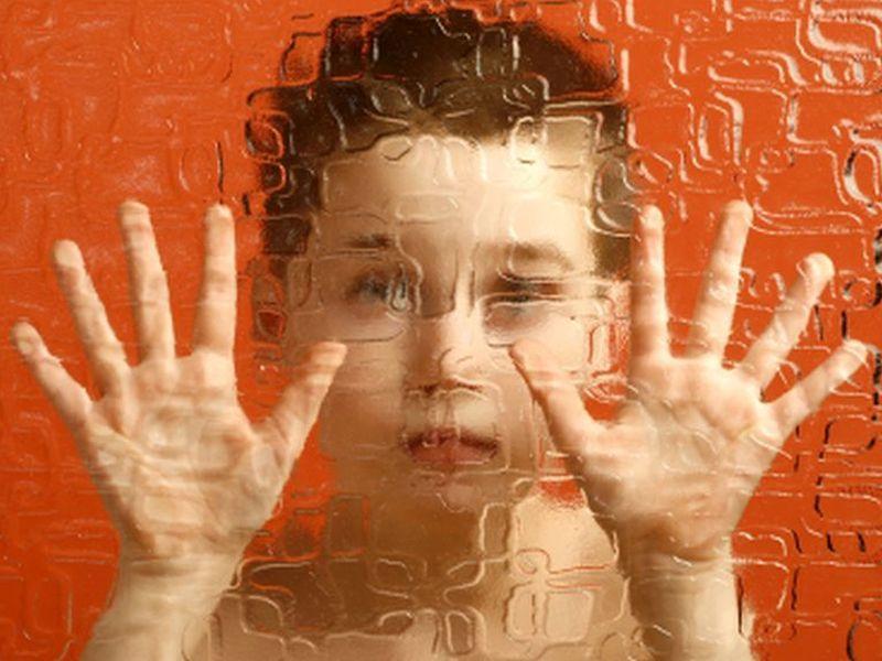 Дети-аутисты закрываются от окружающего мира и боятся его познавать