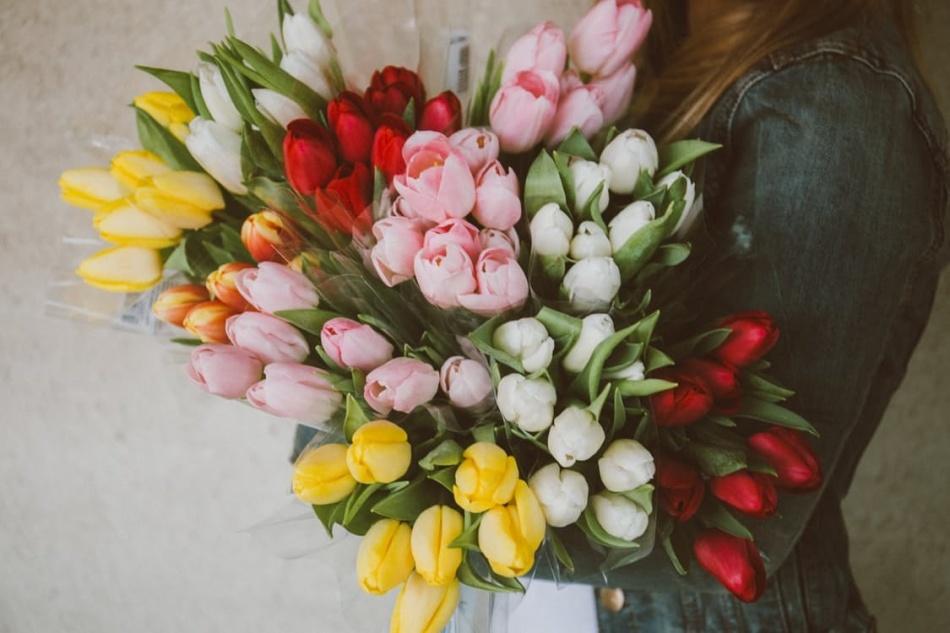 Цветы - универсальный подарок