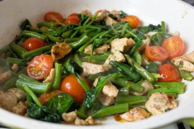 Рагу в мультиварке из французской фасоли с овощами и курицей.