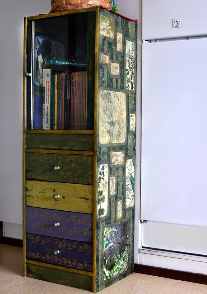 dekupazh-nebolshogo-shkafchika-v-stile-provans Декупаж старого шкафа своими руками фото: кухонный мастер-класс, как сделать оформление двери шкафчика