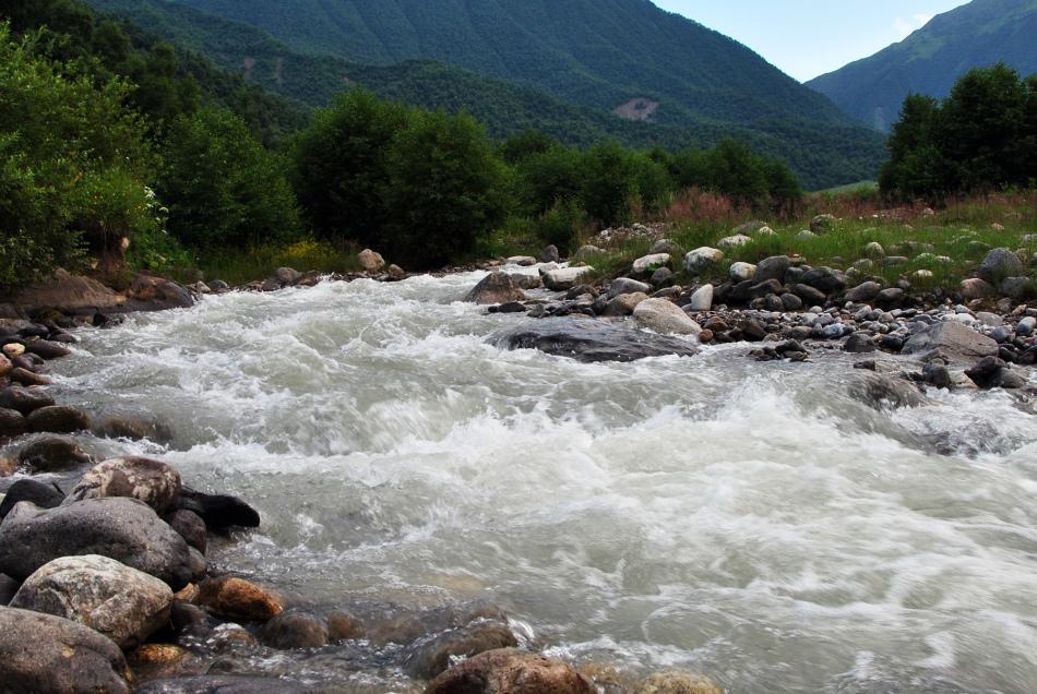 Бурная река во сне предрекает волнительный период, ухудшение здоровья.