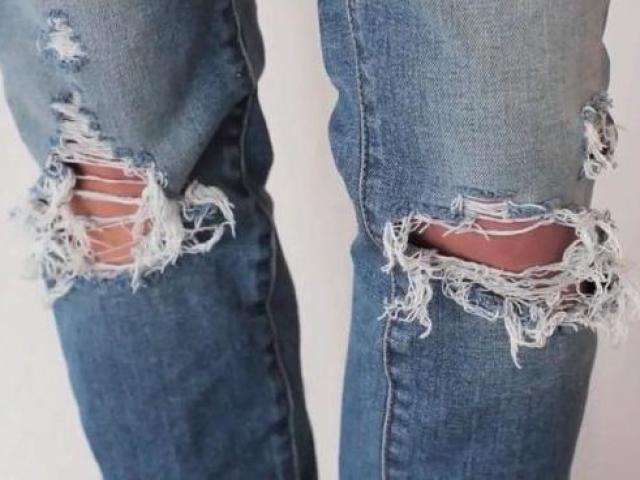 Как сделать рваные джинсы  Как сделать дырки на джинсах в домашних условиях  426280512d242