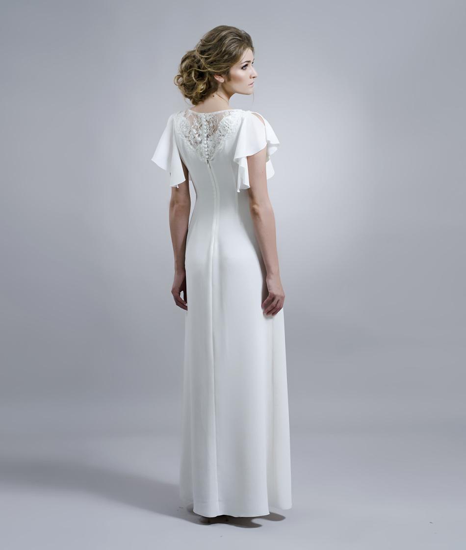 Скромное, обычное, белое платье для венчальной церемонии