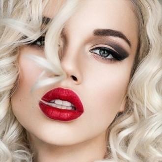 ec6834a1a4a2357 Какой макияж подходит к красному платью? Макияж под красное платье ...