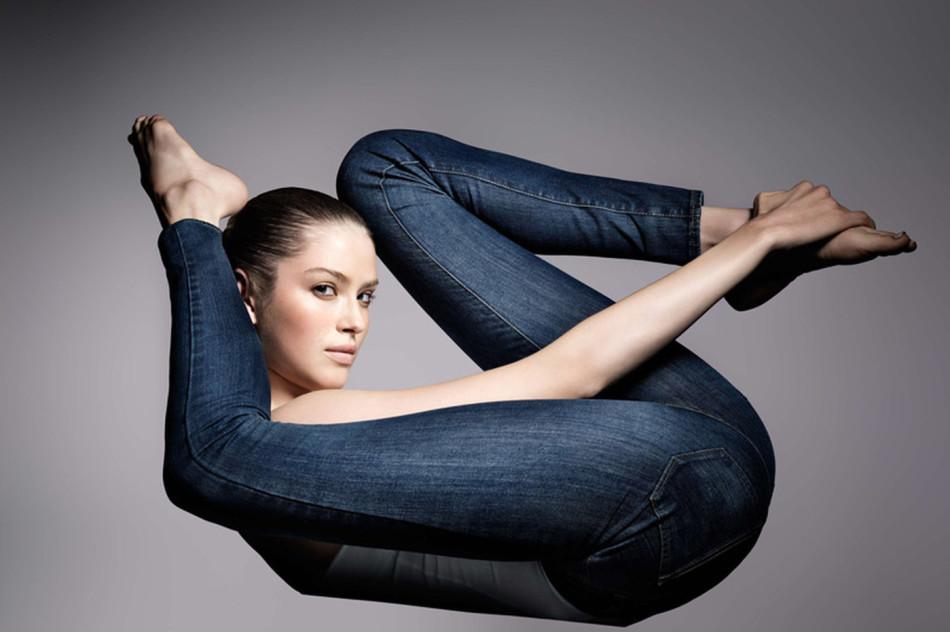Растянуть джинсы можно, если заняться физическими упражнениями