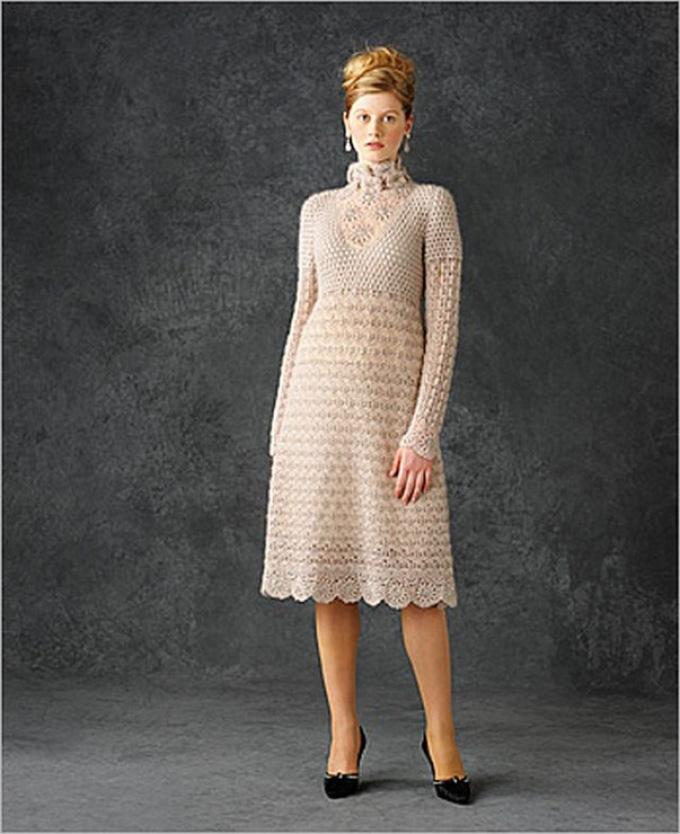 teploe-vyazanoe-plate-s-dlinnim-rukavom Как связать платье спицами для женщин? Схемы и описания для начинающих и опытных 48 фото готовых моделей