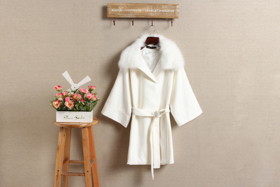 Как правильно почистить белое пальто от пятен и загрязнений?