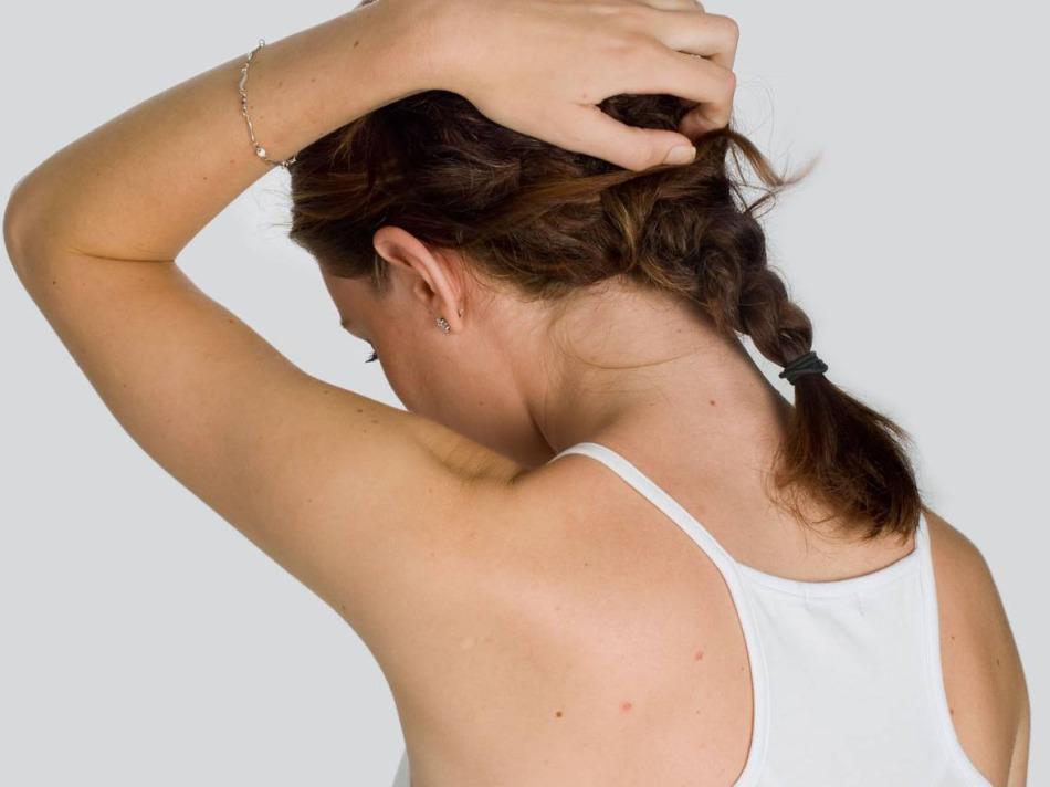 Зуд головы иногда является причиной микротравм мышечных волокон
