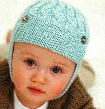 shapochka-shlem Шапка спицами для мальчика на весну, осень, зиму: описание и схема. Как связать детскую шапку для мальчика спицами шлем, ушанку, миньон, с шарфом?