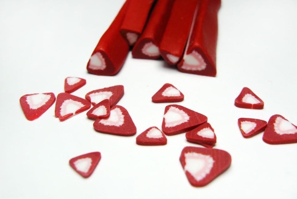 teper-kolbaski-mozhno-prevrashat-v-klubnichki-iz-polimernoi-glini Изделия, поделки из полимерной глины: мастер класс для начинающих своими руками