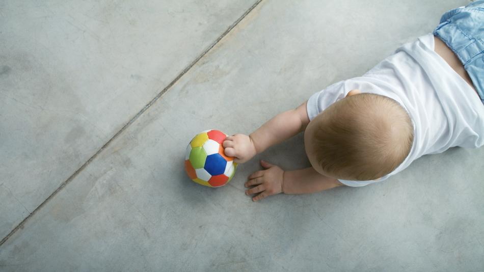 Игры в мяч с малышом