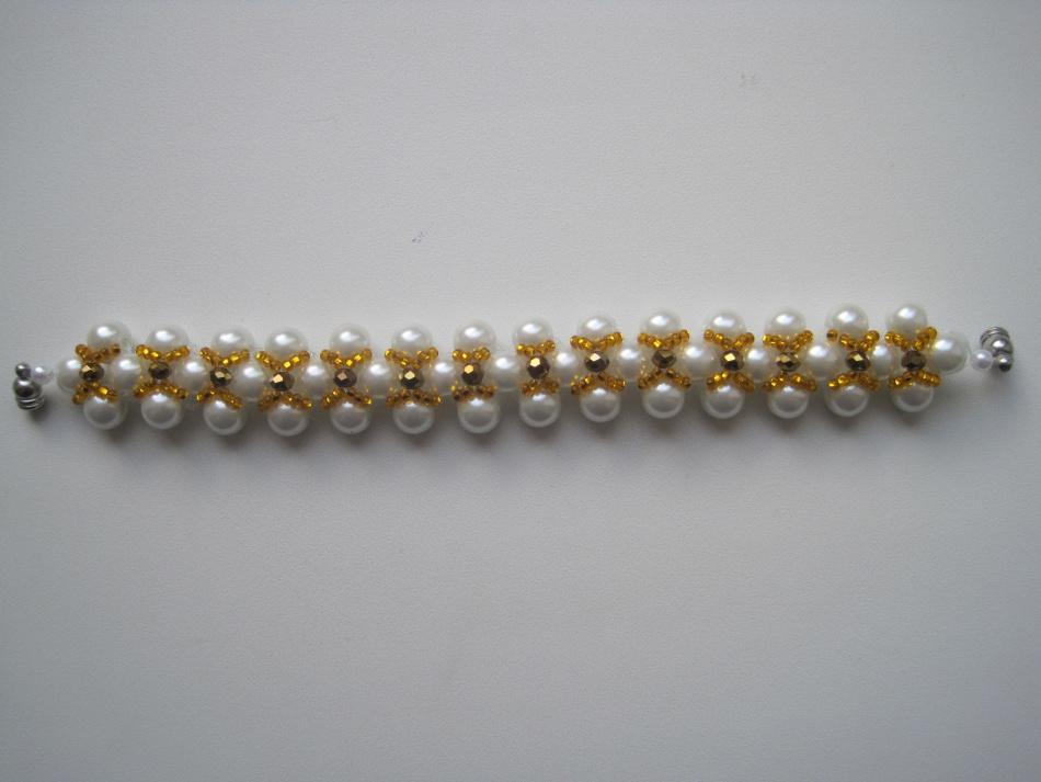 adb34a56c5b4bf376ed37265b2674f94 Как сделать браслет из бисера для начинающих