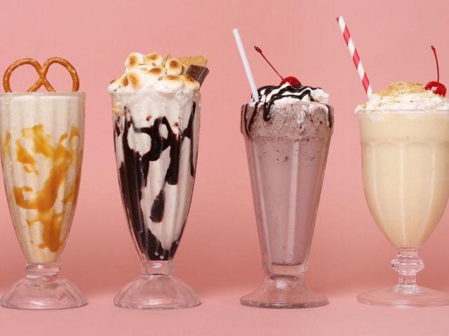 как приготовить молочный коктейль с мороженным в блендере