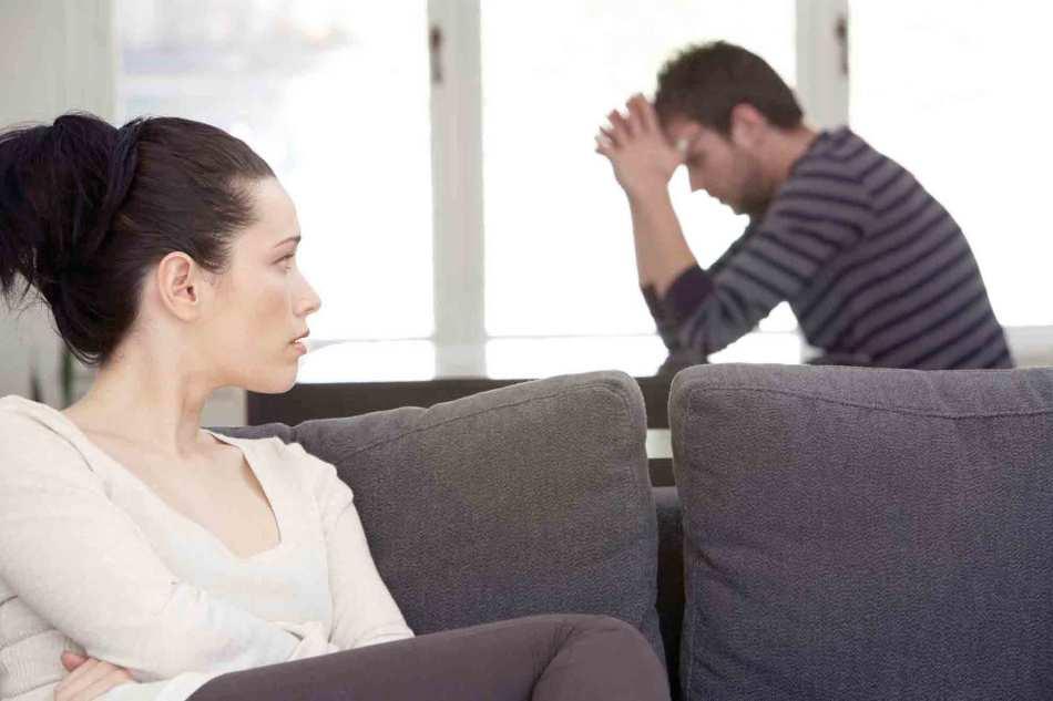 Один из признаков женской измены - безразличие к мужу