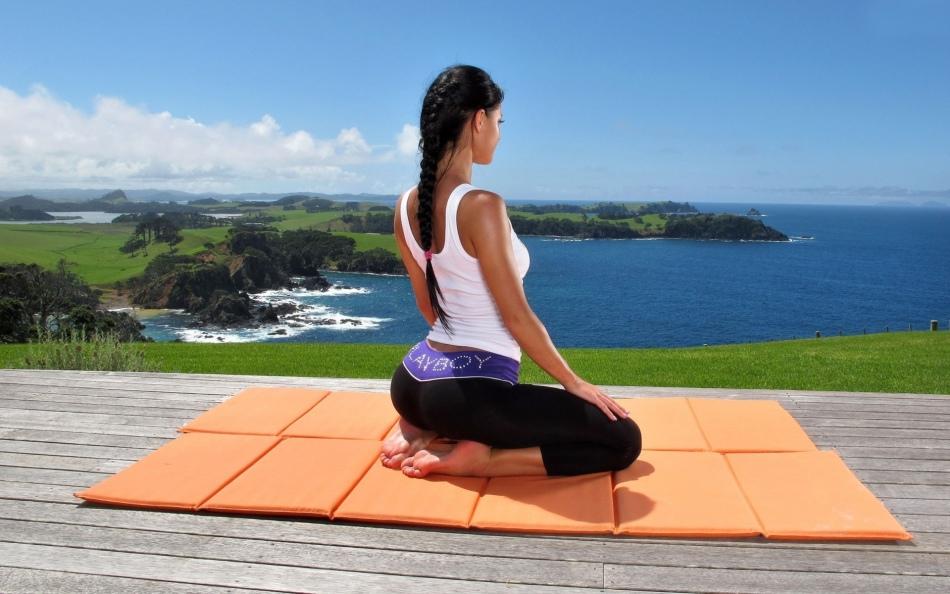 Йога способствует нормализации гормонального фона