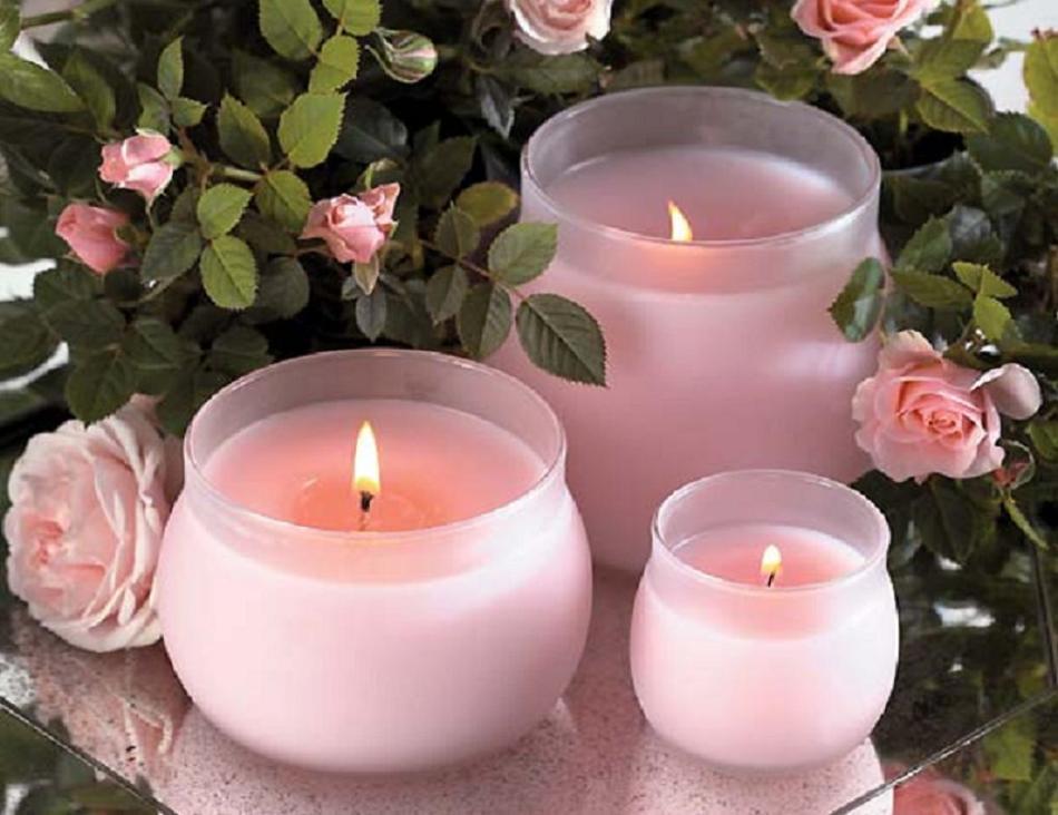 aromaticheskie-svechi-s-aromatom-rozi Свечи своими руками из восковых мелков в домашних условиях
