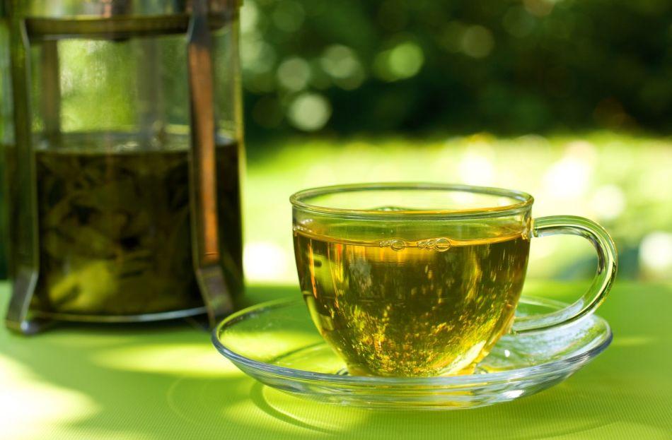 Из сухих и свежих листьев лебеды можно заваривать полезный чай