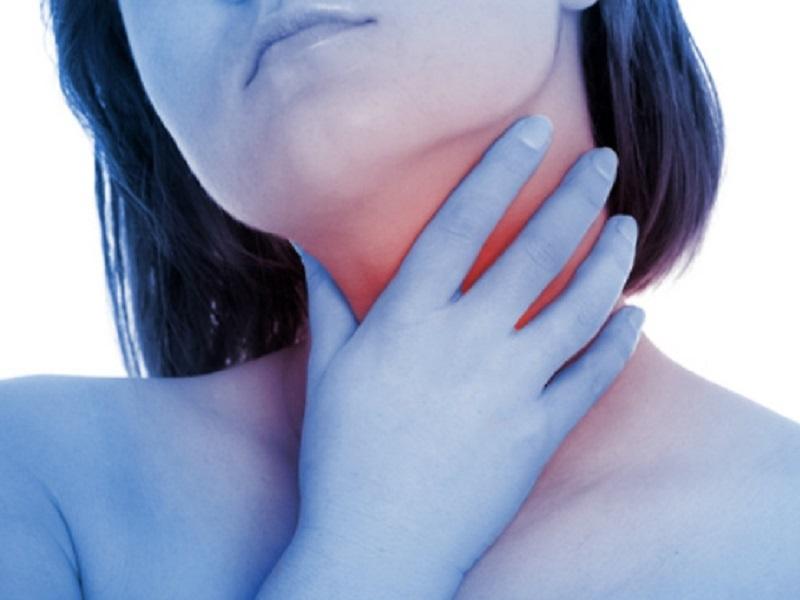 Мирамистин-спрей часто назначается для орошения горла при тонзиллите