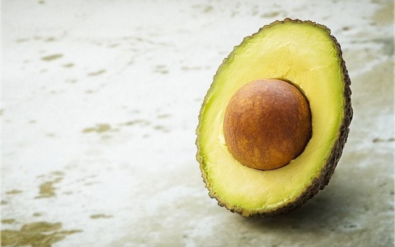 В косточке авокадо много полезных веществ