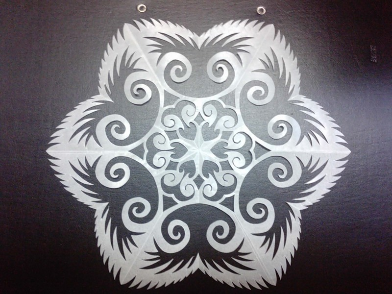 krasivie-snezhinki-iz-bumagi-foto-9 Как крючком связать красивую снежинку? Снежинки крючком: узор, схемы с описанием для начинающих