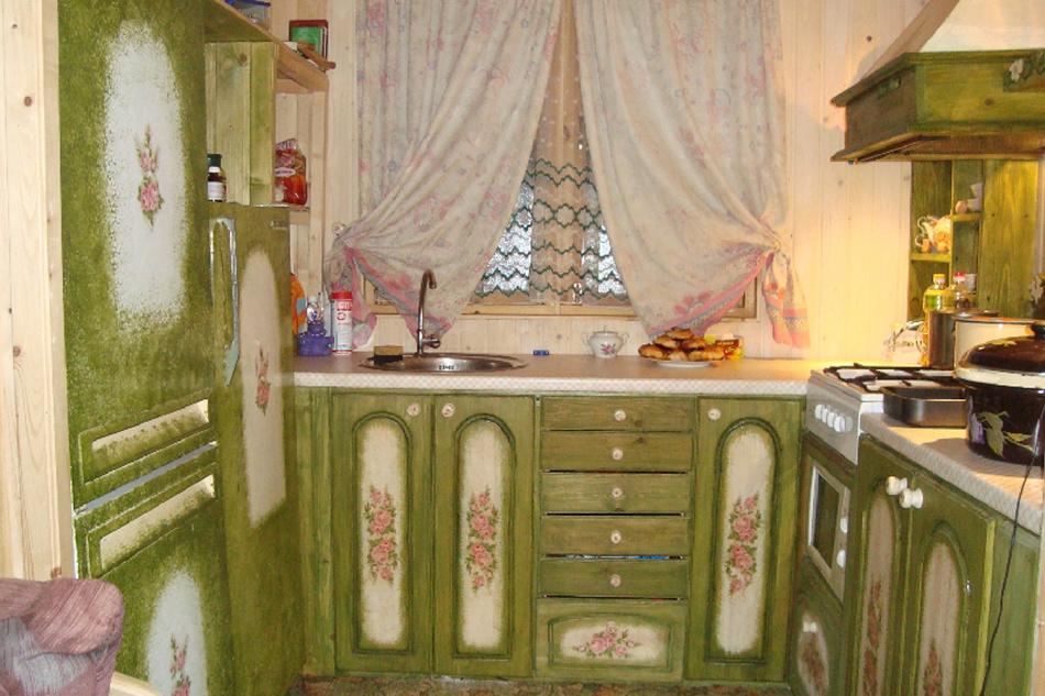 uyutnii-variant-dekupazha-kuhni Декупаж старого шкафа своими руками фото: кухонный мастер-класс, как сделать оформление двери шкафчика