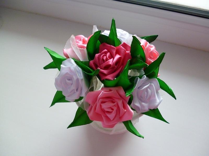 b5295e41cac81aa30da8f116267114eb Розы из лент