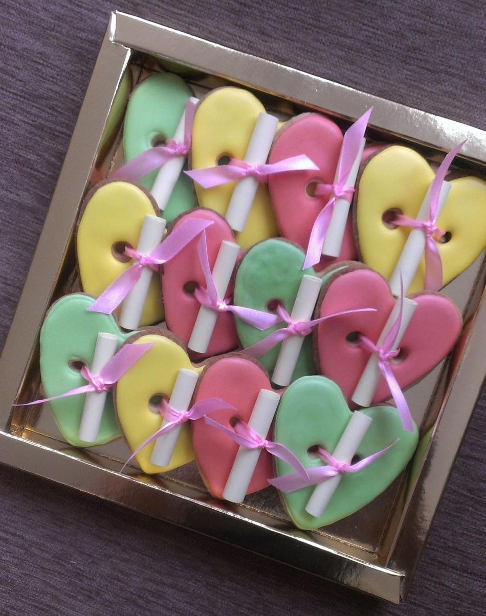Печенья с предсказаниями - вкусный и интригующий подарок для девушек