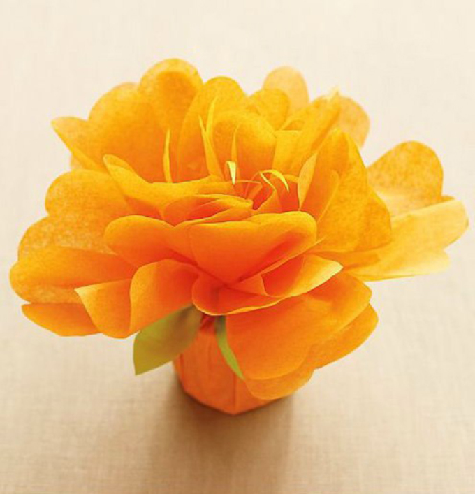 В итоге может получиться такой цветочек-упаковка для конфет