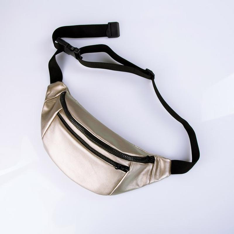С такой стильной и удобной сумочкой можно не беспокоиться о том, понравится ли подарок девушке