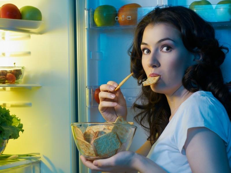 Вечером, освободившись от забот, человек нарочно думает о том, что сладкое - нельзя