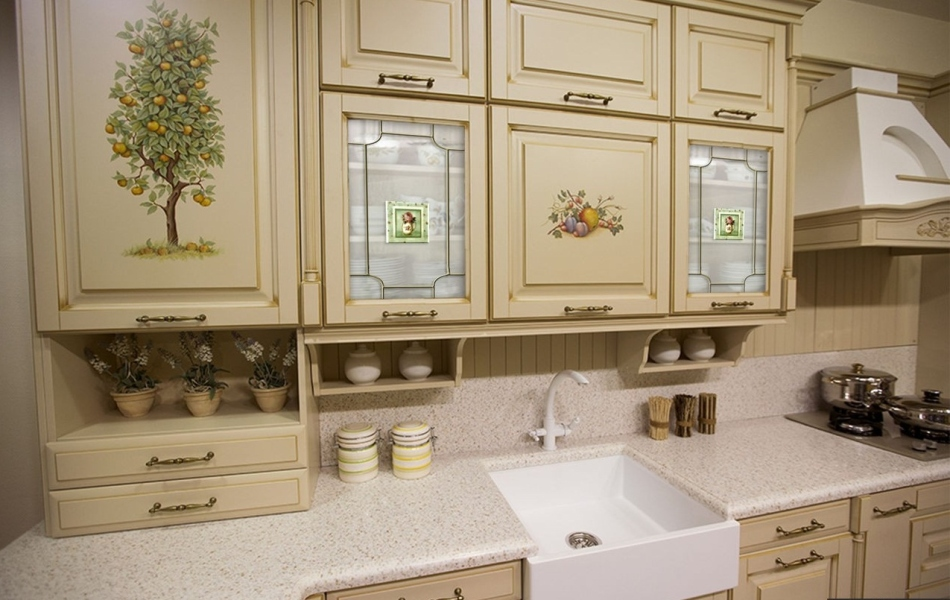 dekupazh-kuhni-s-pomoshyu-salfetok Декупаж старого шкафа своими руками фото: кухонный мастер-класс, как сделать оформление двери шкафчика