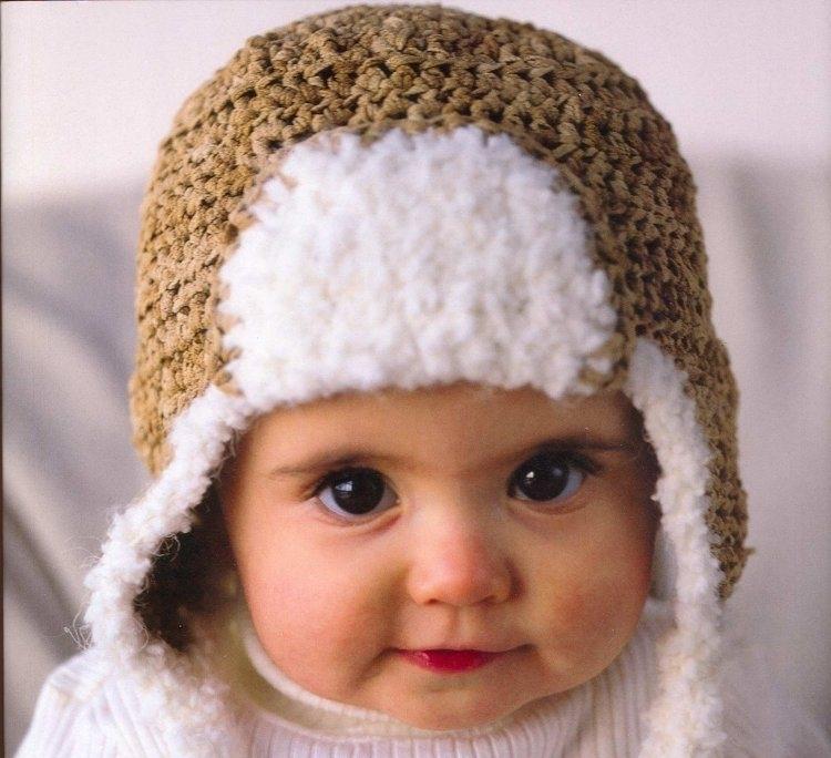 Симпатичная вязаная ушанка на маленькой девочке