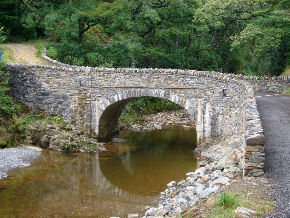 Бетонный мост через реку во сне - у финансовому благополучию, стабильности.