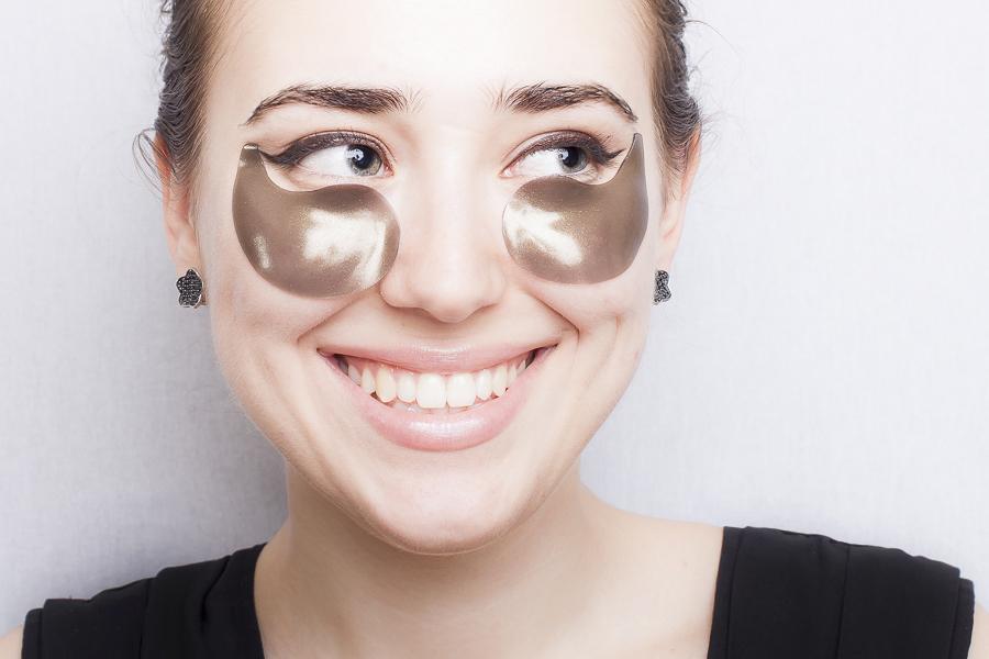 Гелевые, гидрогелевые патчи для глаз отдают коже максимальное количество полезных веществ