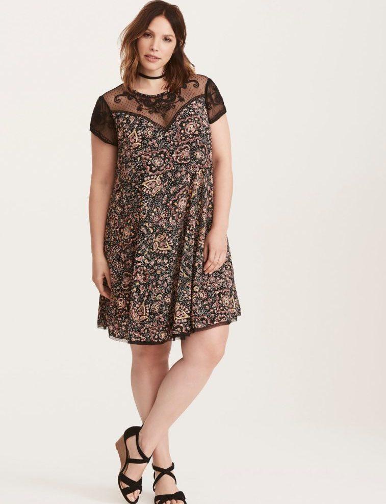 letnee-plate Выкройка платья трапеция: что представляет собой фасон трапеция — схема классической выкройки платья-сарафана. Платья трапеция для полных: схема чертежа. Выкройка расклешенного платья-сарафана