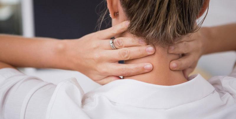 Мышечный спазм - одна из главных причин боли в шее справа или слева.
