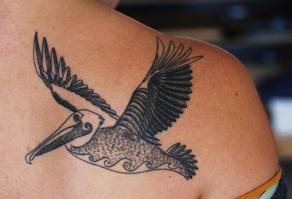 Татуировка-амулет в виде пеликана