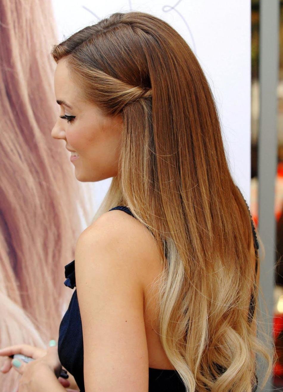 Небольшое омбре на длинные светло-русые волосы