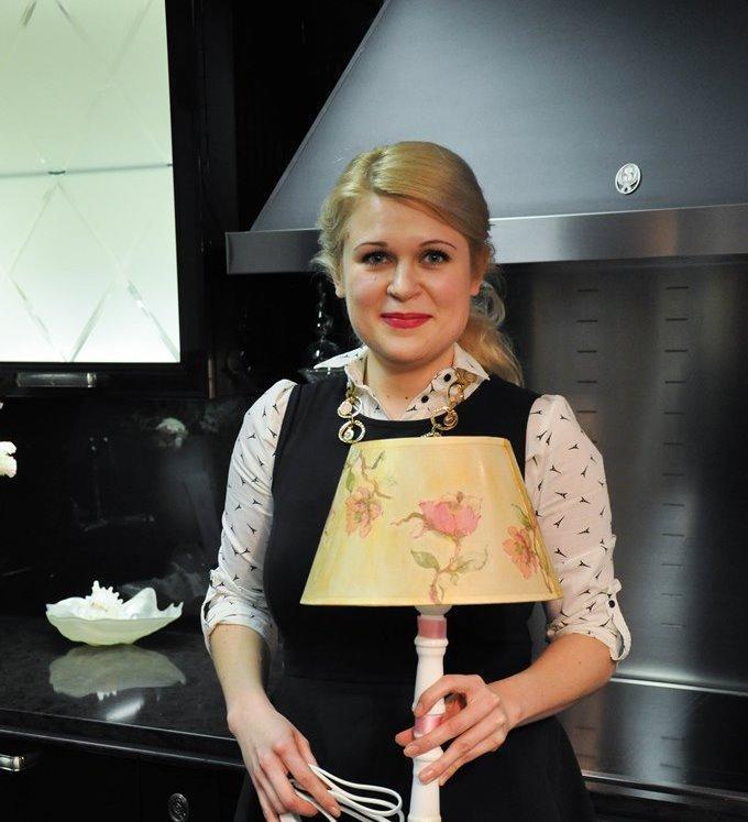 dekupazh-svetilnika-salfetkami Декупаж старого шкафа своими руками фото: кухонный мастер-класс, как сделать оформление двери шкафчика