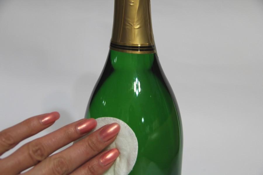 butilku-pered-dekupazhem-sleduet-obezzhirit Декупаж бутылки шампанского: свадебные своими руками, пошаговое фото, технику как сделать, МК как украсить