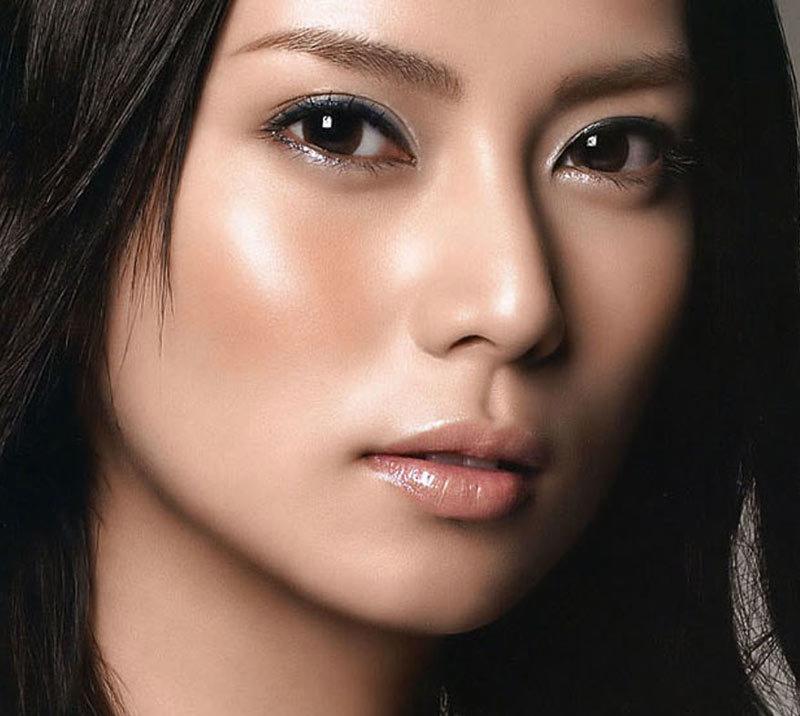 В случае с блеском для губ карандаш в макияже не используется