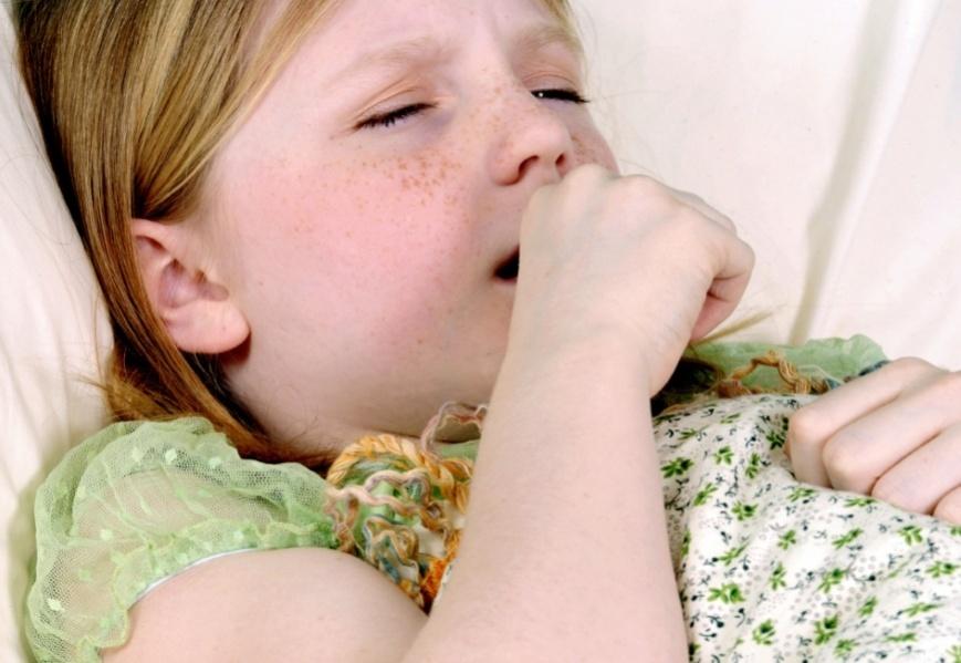На началных стадиях коклюш у детей проявляется, как орви