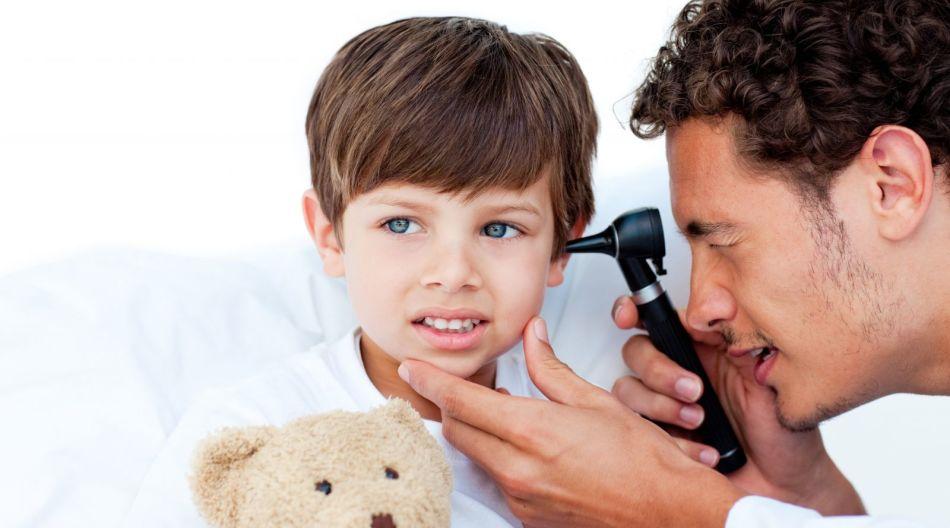 Если у ребенка отит, обращаться у врачу следует в обязательном порядке